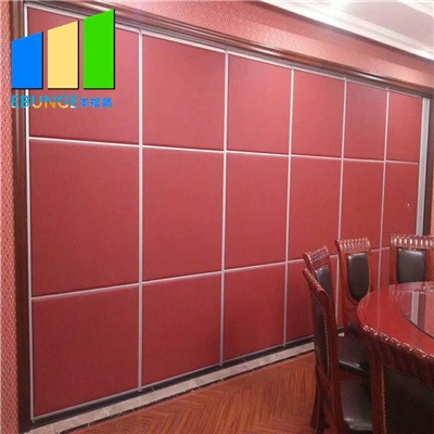 Banquet hall dividers